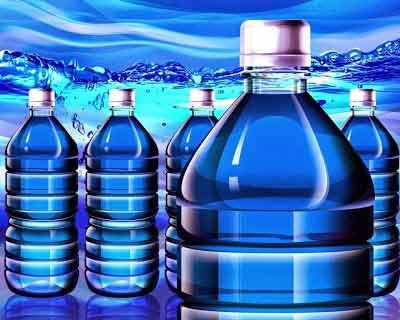 Studiile au descoperit 24000 de chimicale în apa îmbuteliată. Care din acestea iți afectează sănătatea?