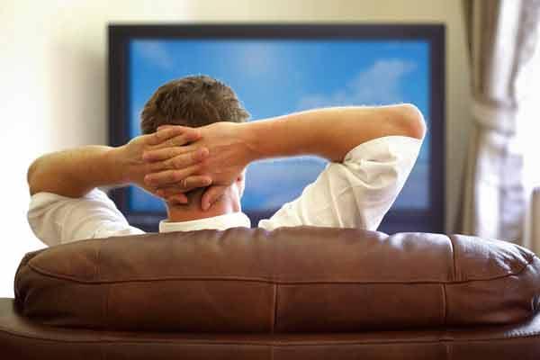 Fiecare oră petrecută în fața televizorului îți scurtează viața