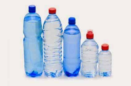 Iată ce trebuie să verifici data viitoare când vei cumpăra apă îmbuteliată