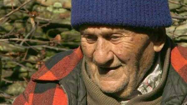 acest batran a dus cancerul pe picioare pana la varsta de 102 ani