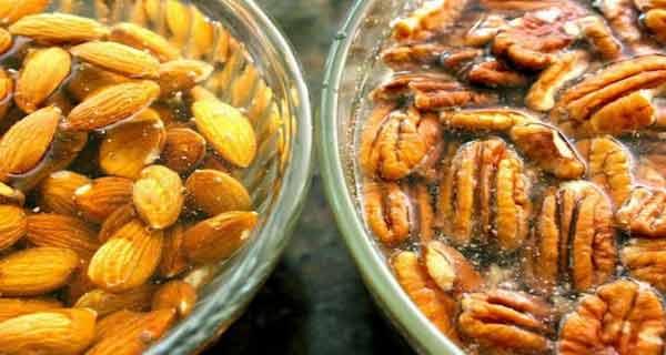 se recomanda ca nucile si semintele sa fie inmuiate in apa inainte de consumare