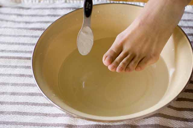 mirosul neplacut al picioarelor poate fi eliminat prin metode naturale simple