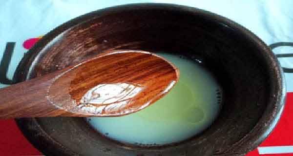 uleiul de masline combinat cu otet de mere si bicarbonat tine tantarii la distanta