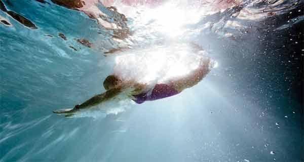 inotul si exercitiile acvatice te ajuta sa topesti grasimile mai rapid