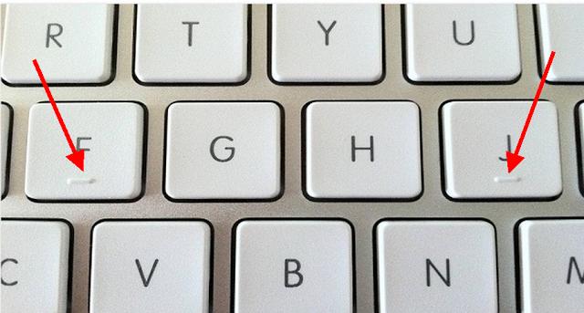 iata de ce literele F si J sunt proeminente pe tastatura