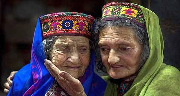 Membrii acestui trib trăiesc peste 100 de ani și sunt complet ocoliți de boli grave. De ce oare?