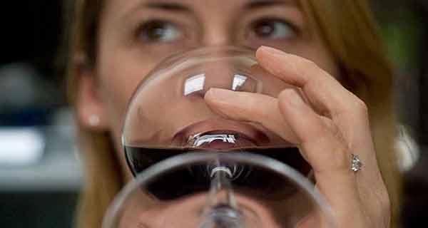 cele mai inteligente femei consuma alcool