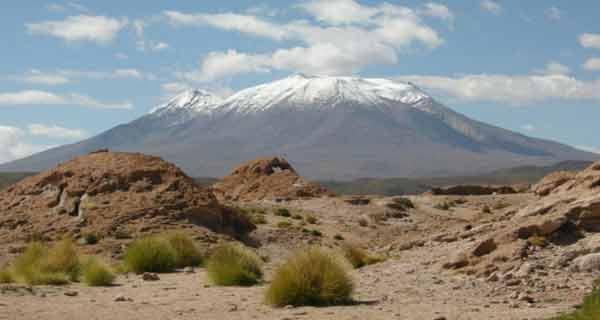 s-a descoperit un lac urias sub vulcan