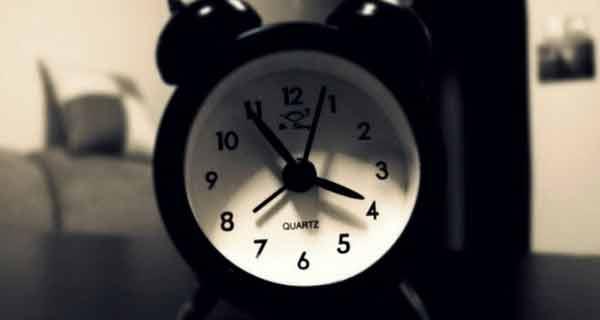 ce inseamna trezirea noaptea la aceeasi ora