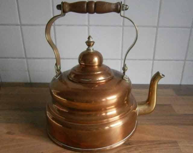 intarzie imbatranirea cu apa bauta din vase de cupru