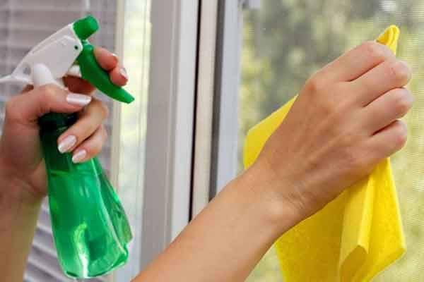 cum curat geamurile usor