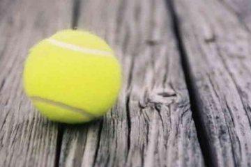 calmare dureri spate cu minge de tenis