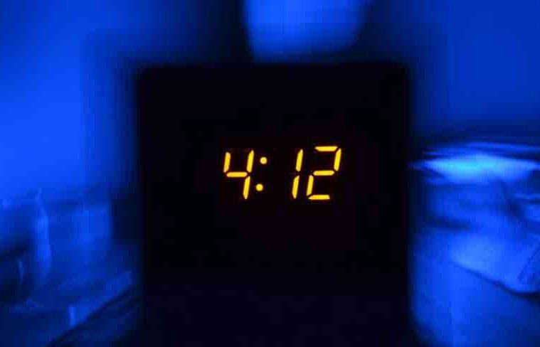 de ce adorm greu noaptea