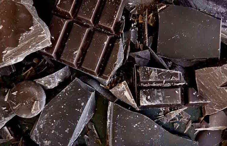 ciocolata cu pete albe pe ea
