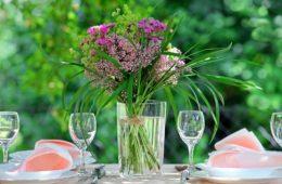 cum aranjam florile pe masa
