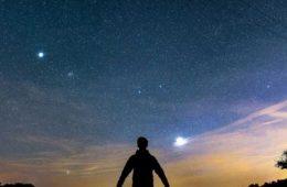 de ce se unesc planetele venus si jupiter