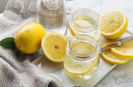 cum se prapra in mod corect apa cu lămâie