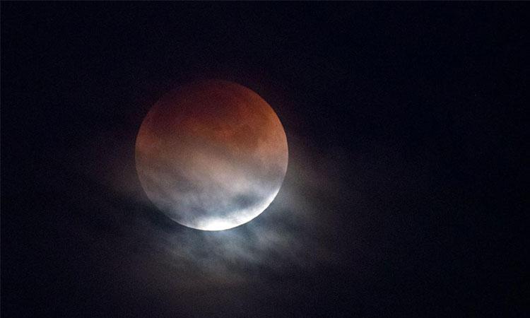 cea mai lunga eclipsa totala de luna 27 iulie