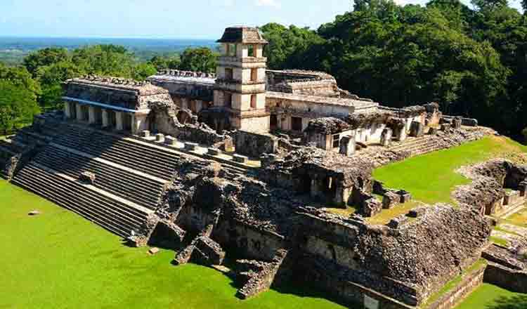 Piramidele mayaşe Palenque din Mexic